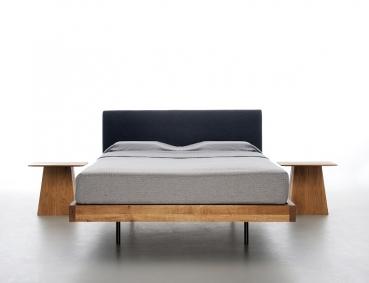 mazzivo m bel outlet i zeitlose designerbetten ab werk nachttisch moon. Black Bedroom Furniture Sets. Home Design Ideas